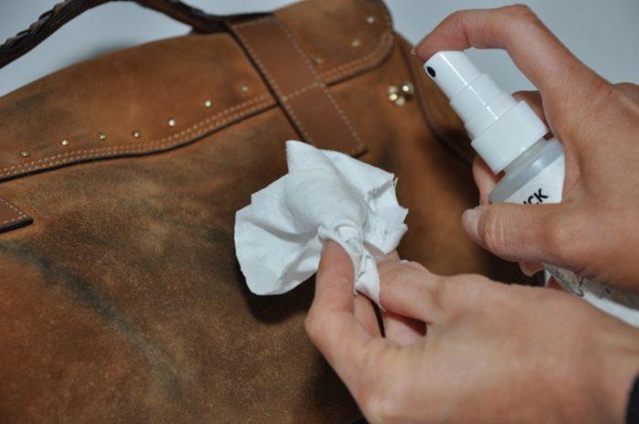 sử dụng loại rửa chuyên biệt dành cho túi da